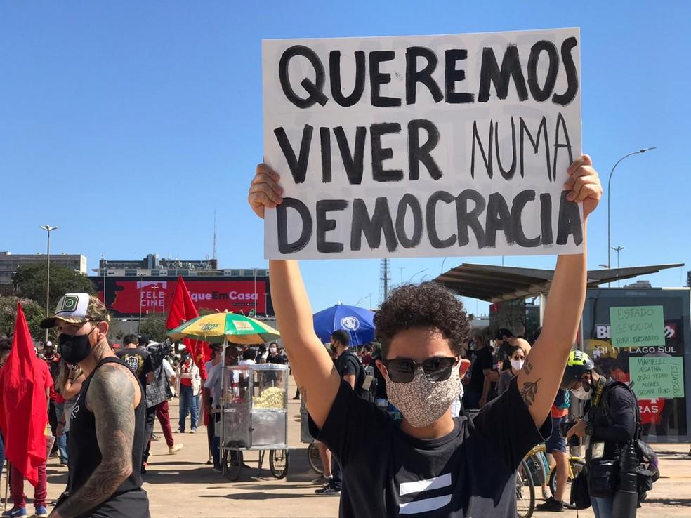 Manifestantes fazem protesto contra Bolsonaro em Brasília