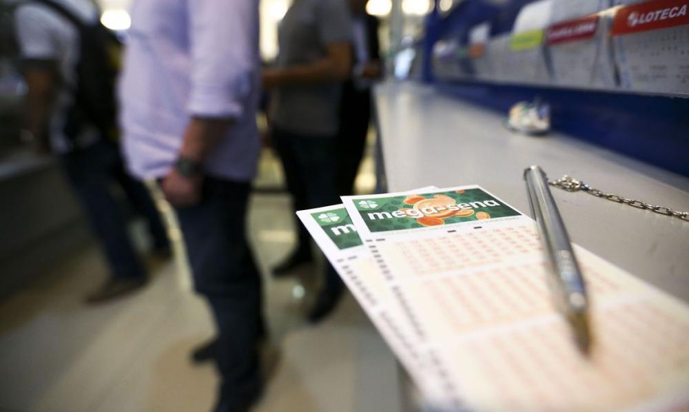 Mega-Sena acumula e pode pagar R$ 44 milhões na terça-feira