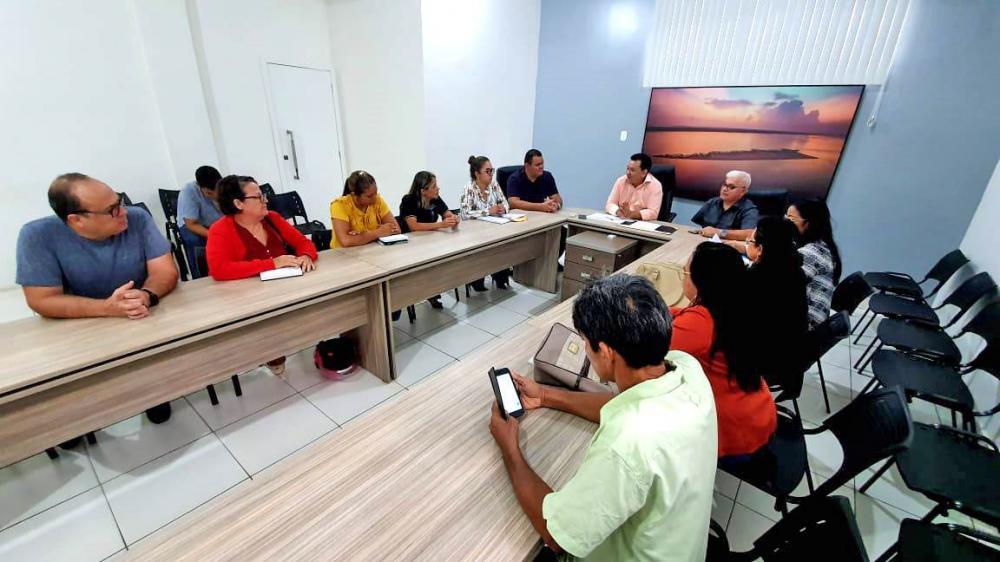 Tony Medeiros reuniu com lideranças sindicais da educação municipal para anunciar abono e reajuste Foto: Yuri Pinheiro (PMP)