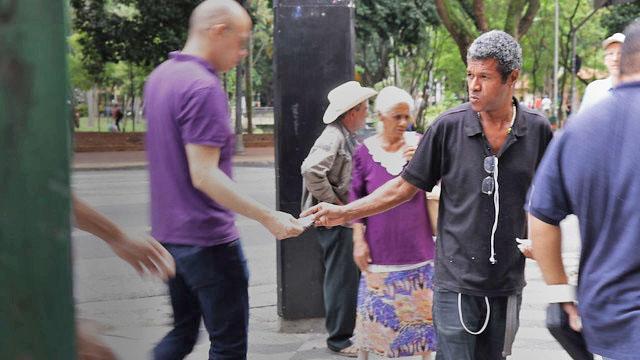 Marcelo da Costa é um dos brasileiros que tem parte da renda mensal comprometida com o pagamento de dívidas passadas. Foto: Vanessa Nicolav