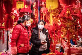 Chineses adotam medidas para evitar contrair o novo coronavírus