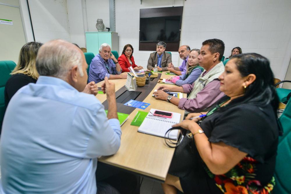 Autoridades em Saúde reunidos para definir ações sobre possíveis casos de coronavírus. (Foto: Michell Mello)