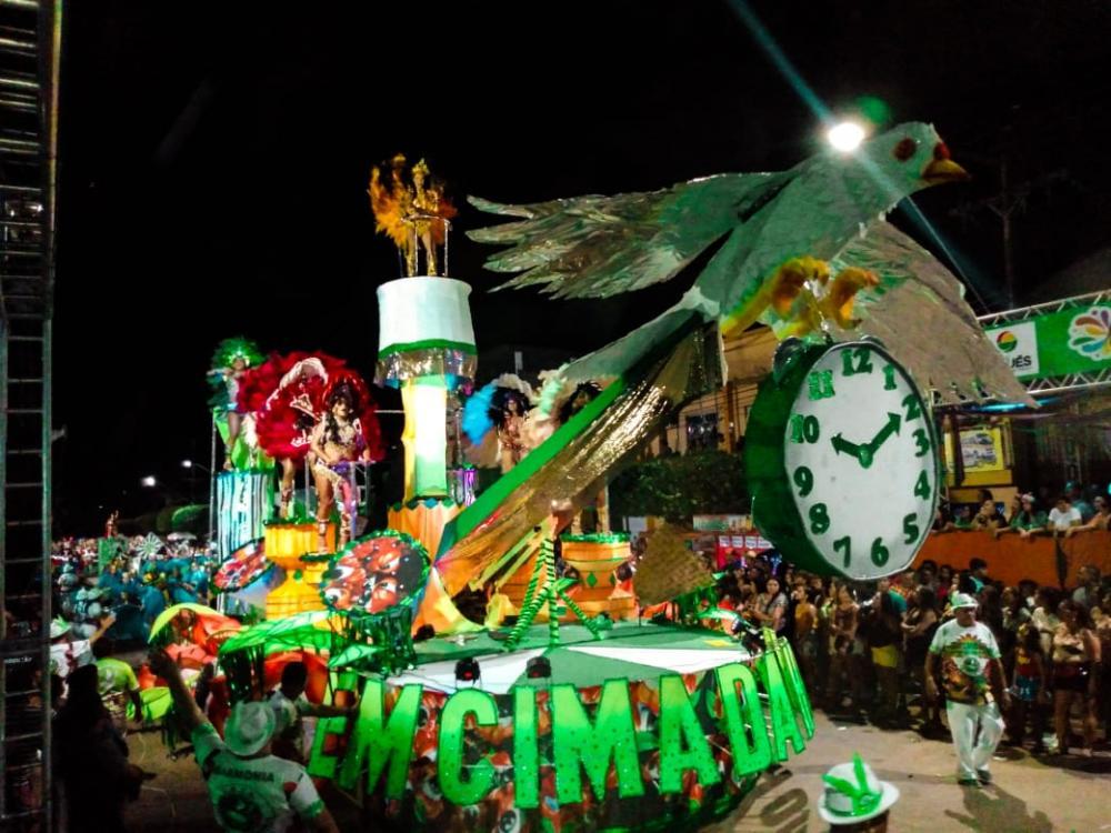Em Cima da Hora é a campeã do carnaval de Maués (AM)