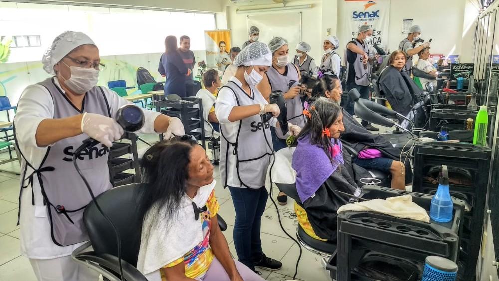 Prefeitura de Parintins e Senac promovem autoestima e carinho a mais de 80 mulheres da melhor idade