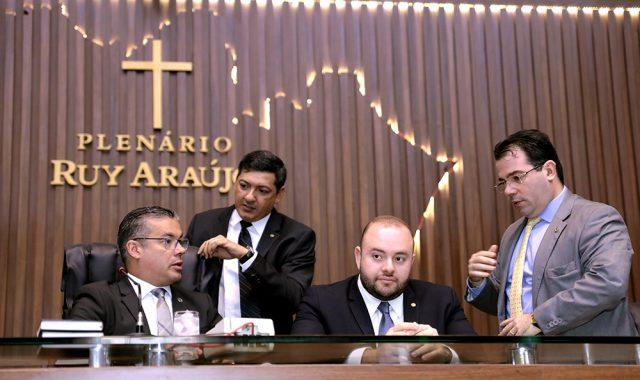 Fausto Junior (3° direita) indicado relator da CPI instalada nesta quarta-feira.
